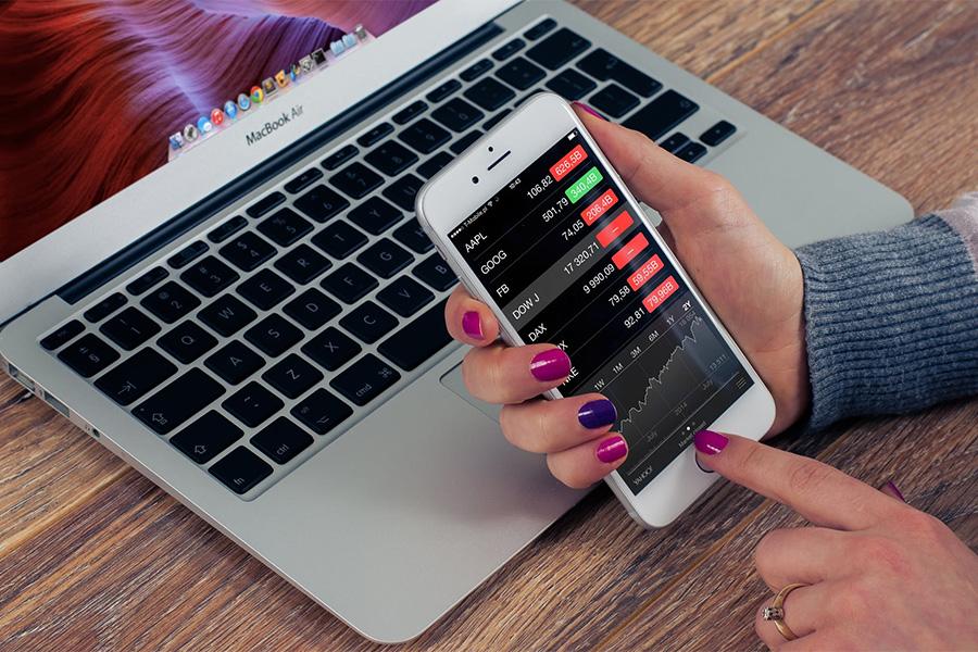 Czym się różni inwestowanie w kryptowaluty na giełdzie, a posiadanie kontraktu na zmianę ceny.