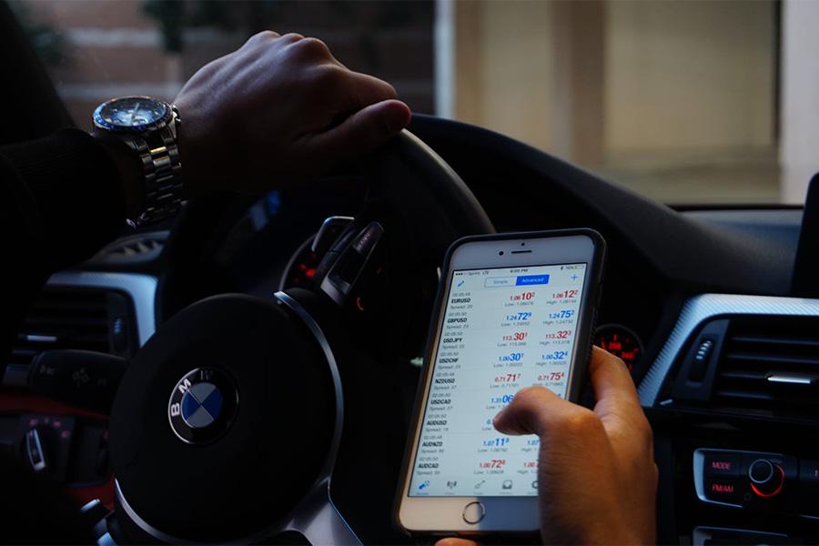 Dzisiejsza technologia pozwala na trading z poziomu telefonu